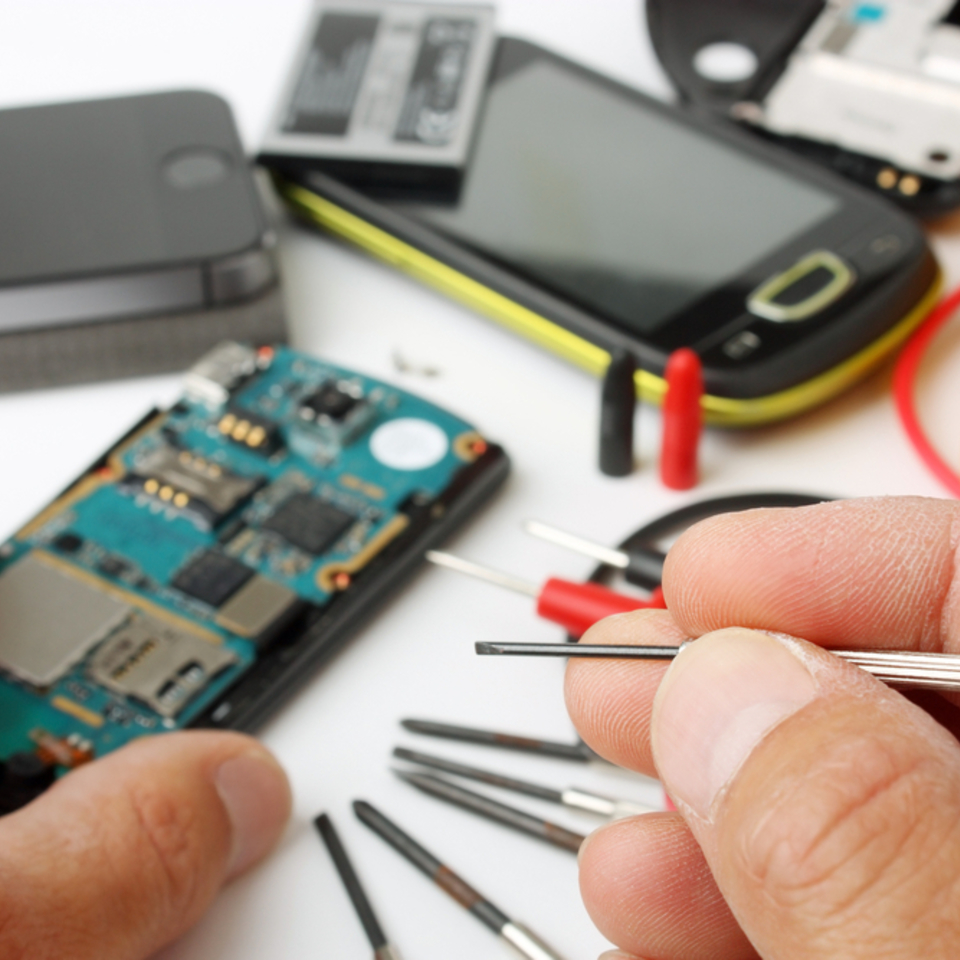 81_affordable-cell-phone-repair20170804-13084-1l5e3p0_960x960